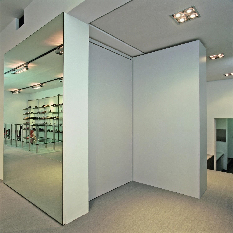 dettaglio interni negozi ristrutturazione Ivano Gianola