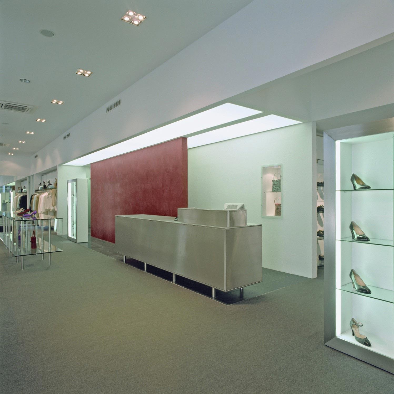 veduta di interno negozio ristrutturato