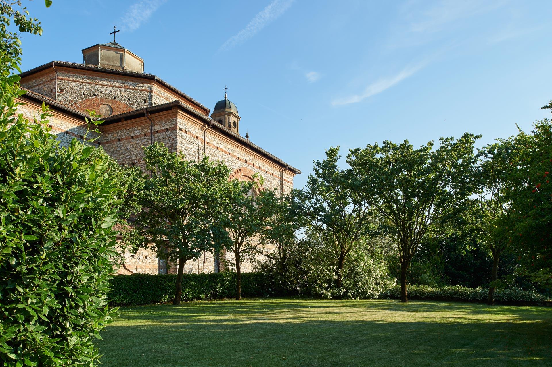 giardino con vista chiesa