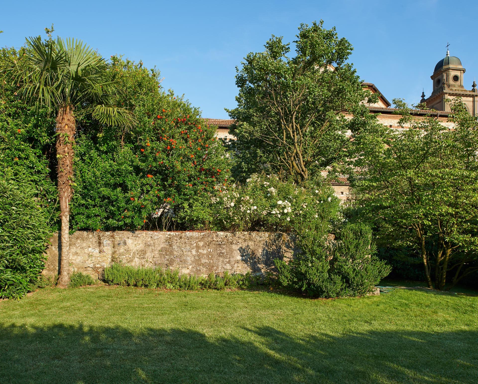 giardino e muro