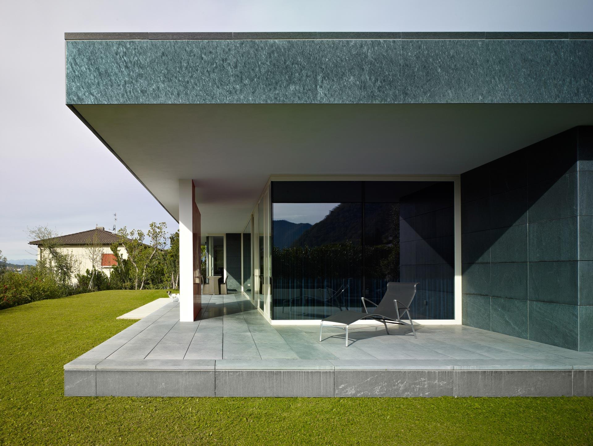 vista esterna laterale abitazione Architetto Ivano Gianola